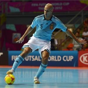 Pivot Fernandao bei der Ballkontrolle mit der Sohle.