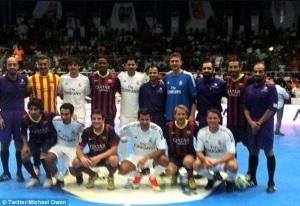 Ex-Stars von Real Madrid und Barca bei einem Futsalspiel in Kuwait. Michael Owen twitterte das Bild nach dem Spiel